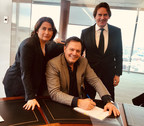 Anne Vivien, Executive Vice-President, Music Development of Quebecor, Mario Pelchat, General Manager of MP3 Disques and Pierre Karl Péladeau, President and CEO of Quebecor. (CNW Group/Quebecor)