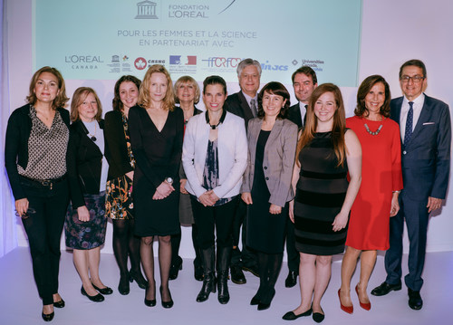 From left to right: Véronique Morin, scientific journalist and host of the ceremony, Dr. Liette Vasseur, President of the Canadian Commission for UNESCO, Dr.  Jacquelyn Cragg, Fellow 2018, Dr. Stefanie Rezansoff, Fellow 2018, Dr. Ruby Heap, co-president France-Canada Research Fund, The Honorable Kirsty Duncan, Minister of Sciences and Sports of Canada, Dr. Pierre Charest, Vice-President, Research Grants and Scholarships Directorate NSERC, Adina Madularea, Fellow 2018, Frank Kollmar, President & CEO L'Oréal Canada, Dr. Erin McConnell, Fellow 2018, Kareen Rispal, Ambassador of France in Canada and Dr. Alejandro Adem, Chief Executive Officer and Scientific Director of Mitacs. Absent on the photo: Jalina Bielaska-Da Silva (CNW Group/L'Oréal Canada Inc.)