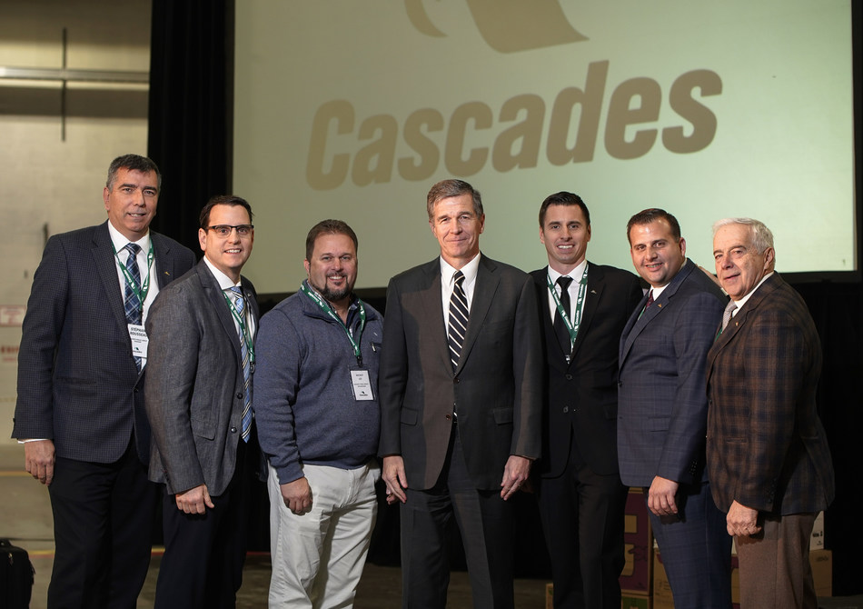Stephane Rousseau, Vice-President, Services and Major Projects, Cascades Tissue Group, Guillaume Bouvier, Vice-President of Operations, Cascades Tissue Group, Mickey Lee, Facility Manager at Rockingham, Roy Cooper, Governor of North Carolina, Jérôme Porlier, General Manager, Cascades Tissue Group, Mario Infante, Facility Manager at Wagram, and Alain Lemaire, Co-Founder of Cascades, Executive Chairman of the Board of Directors. (CNW Group/Cascades Inc.)