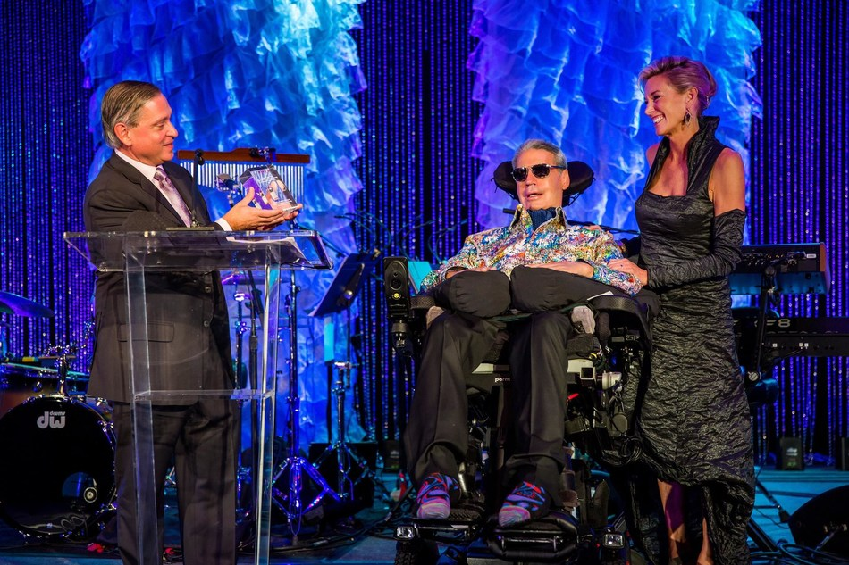 Steve Perrin, ALS TDI's CEO, presents Augie & Lynne Nieto with one of the very first vials of AT-1501 during Augie's Quest to Cure ALS' recent Tradition of Hope Gala. Perrin honored the couple's steadfast work to #End ALS, rallying a tremendous community of donors through their nonprofit, Augie's Quest, to commit more than $150 million to the ALS cause.