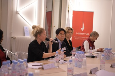 Joanna Kirk, Co-founder of Startup Sesame, Managing Director of StartHer and Chapter lead at Techfugees France talking to members of the Paris start-up community at a business roundtable held in Paris on 22 November 2018, hosted by the Government of Japan and supported by Tech In France (next to her: Ren Ito, Chief executive Officer, Mercari Europe and Christine Colmont, journalist.