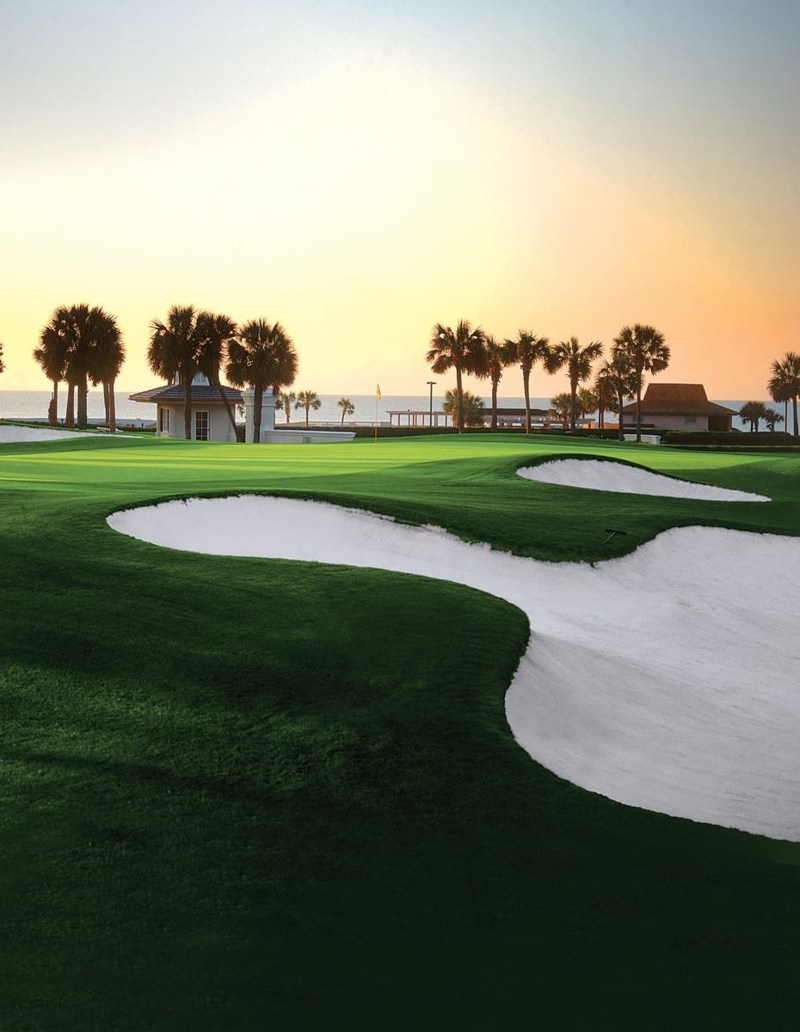 Ocean-front hotels, sandy beaches, and more than 100 golf courses in the area, make Myrtle Beach an ideal vacation for the entire family. (CNW Group/Porter Airlines Inc.)