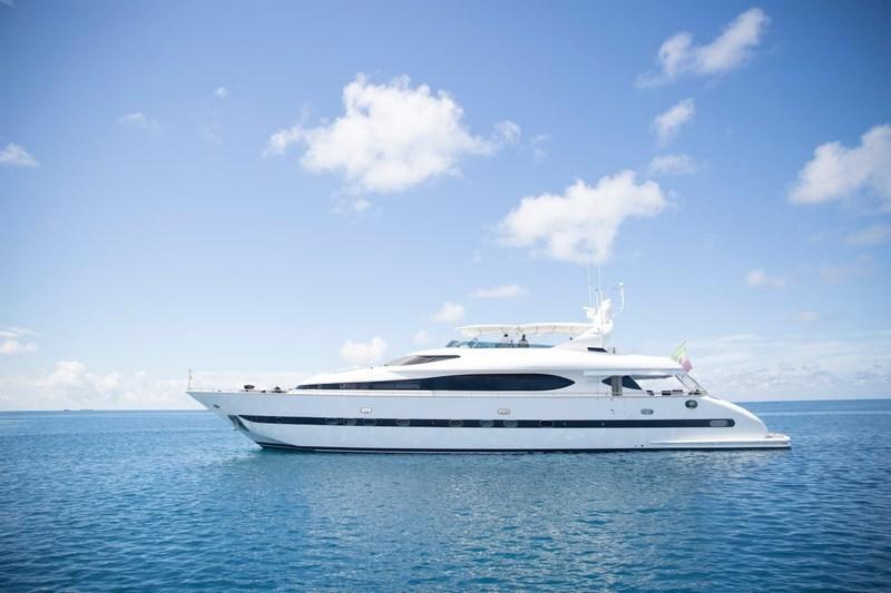 Luxury yacht - Lionshare (CNW Group/Kensington Tours)