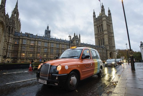 Headspace helps Londoners reduce commuting stress with the launch of its Mindful Cab, complete with in-cab meditations, Houses of Parliament (PRNewsfoto/Headspace)