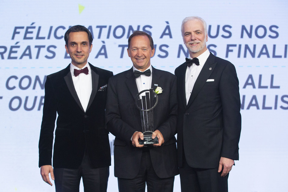 Germain Lamonde, Founder and Executive Chairman of EXFO (centre), accepting the EY Entrepreneur Of The Year 2018 Canada award with Jad Shimaly, CEO and Chairman of EY Canada (left), and Francois Tellier, EY Entrepreneur Of The Year national Program Director (right). (CNW Group/EY (Ernst & Young))