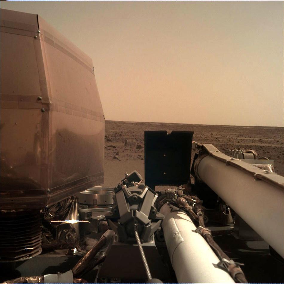 NASA's InSight Lander has begun operations on Mars with an SSL-built robotic arm. Image: NASA (CNW Group/Maxar Technologies Ltd.)
