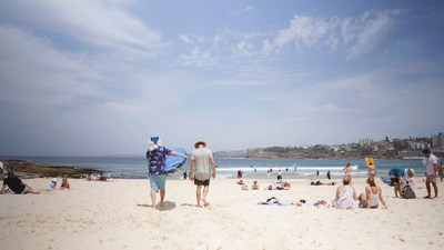 Surf's up in Australia at Bondi Beach for Blue Santa (CNW Group/WESTJET, an Alberta Partnership)