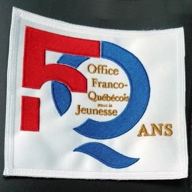 L'écusson à l'effigie du logo du 50e anniversaire de l'OFQJ qu'apportera dans l'espace l'astronaute David Saint-Jacques. (Groupe CNW/Les Offices jeunesse internationaux du Québec)
