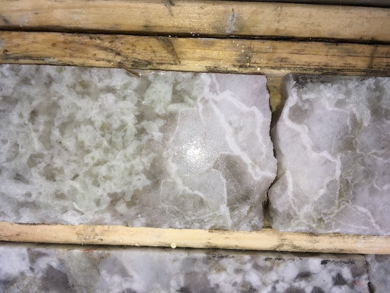 Figure 4 Pale pink to grey pollucite with white veining next to pale green spodumene at 49.5 m, PWM-18-116, West Joe Dyke (CNW Group/POWER METALS CORP)