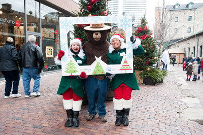 Smokey Bear visited the iconic Toronto Christmas Market on Saturday, December 1st to celebrate National Christmas Tree Day. (CNW Group/Forests Ontario)