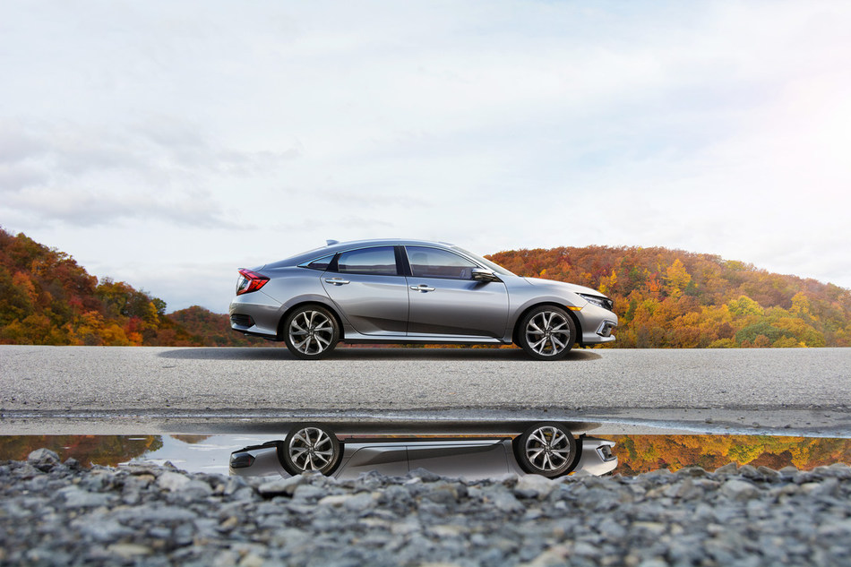 Honda Civic continues to lead as the best-selling car in Canada (CNW Group/Honda Canada Inc.)