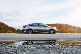 La Honda Civic conserve son avance à titre de voiture la plus vendue au Canada (Groupe CNW/Honda Canada Inc.)