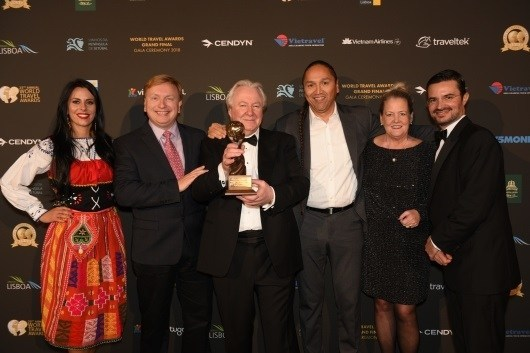 Pictured at the 25th annual World Travel Awards held Dec. 1 in Lisbon, Portugal: WTA representative, Glenn Mandziuk, President and Chief Executive Officer, TOTA, Graham Cooke, Founder, World Travel Awards, Frank Antoine, TOTA Chairman of the Board, Ellen Walker-Matthews, TOTA Vice President, Destination & Industry Development, Patricio Azcárate Díaz de Losada, General Manager, Biosphere Tourism. (CNW Group/Thompson Okanagan Tourism Association)