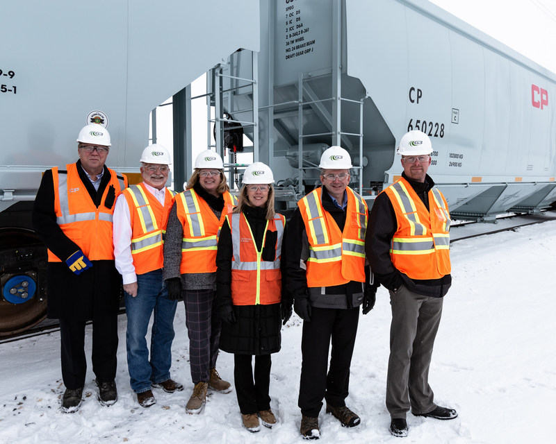 From left to right: Murray Hamilton, CP Assistant Vice-President Sales and Marketing, Grain and Biofuels, Trent Brister, General Manager G3 Terminal - Pasqua, Hon. Lori Carr, Saskatchewan Minster of Highways and Infrastructure, Joan Hardy, CP Vice-President Sales and Marketing, Grain and Fertilizers, Mark Dyck, Senior Director Logistics, G3, Jason Hanstock, Senior Regional Manager, G3 (CNW Group/Canadian Pacific)