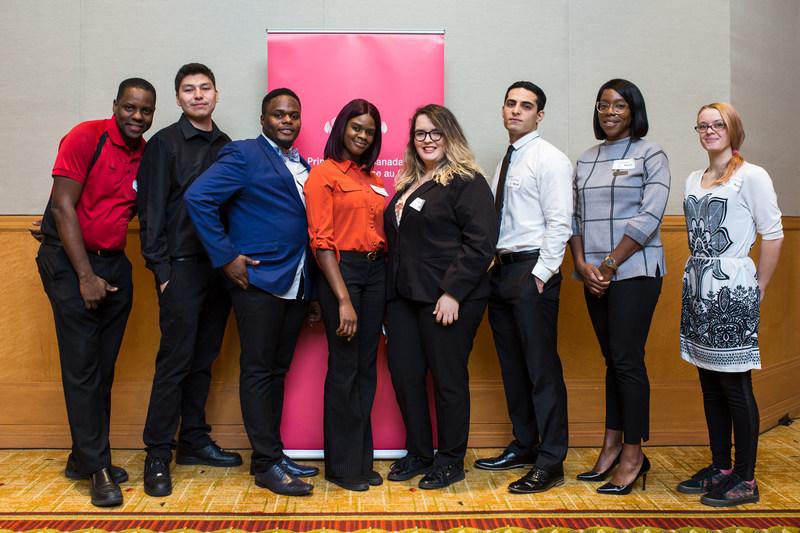 Marriott Associates and the pilot program graduates celebrate at Marriott Toronto Eaton Centre Hotel (CNW Group/Marriott Hotels & Resorts Canada)