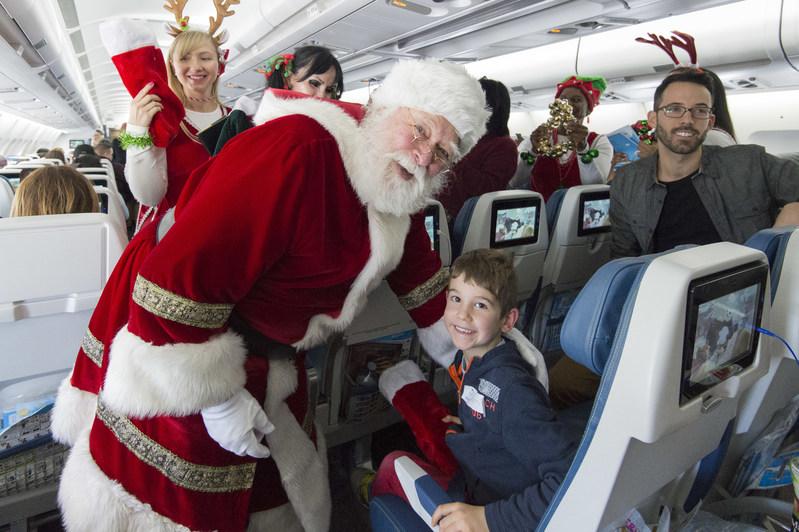 Air Transat's Flight with Santa 2018 - Toronto (CNW Group/Transat A.T. Inc.)