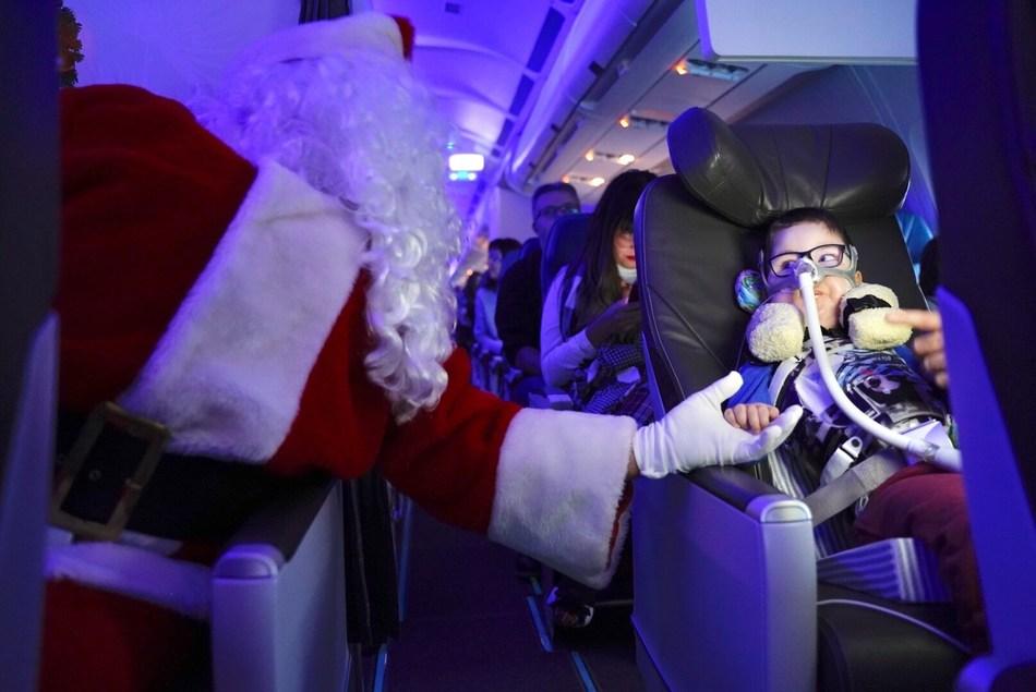 Vol du Père Noël d'Air Transat - Montréal, 2018 (Groupe CNW/Transat A.T. Inc.)