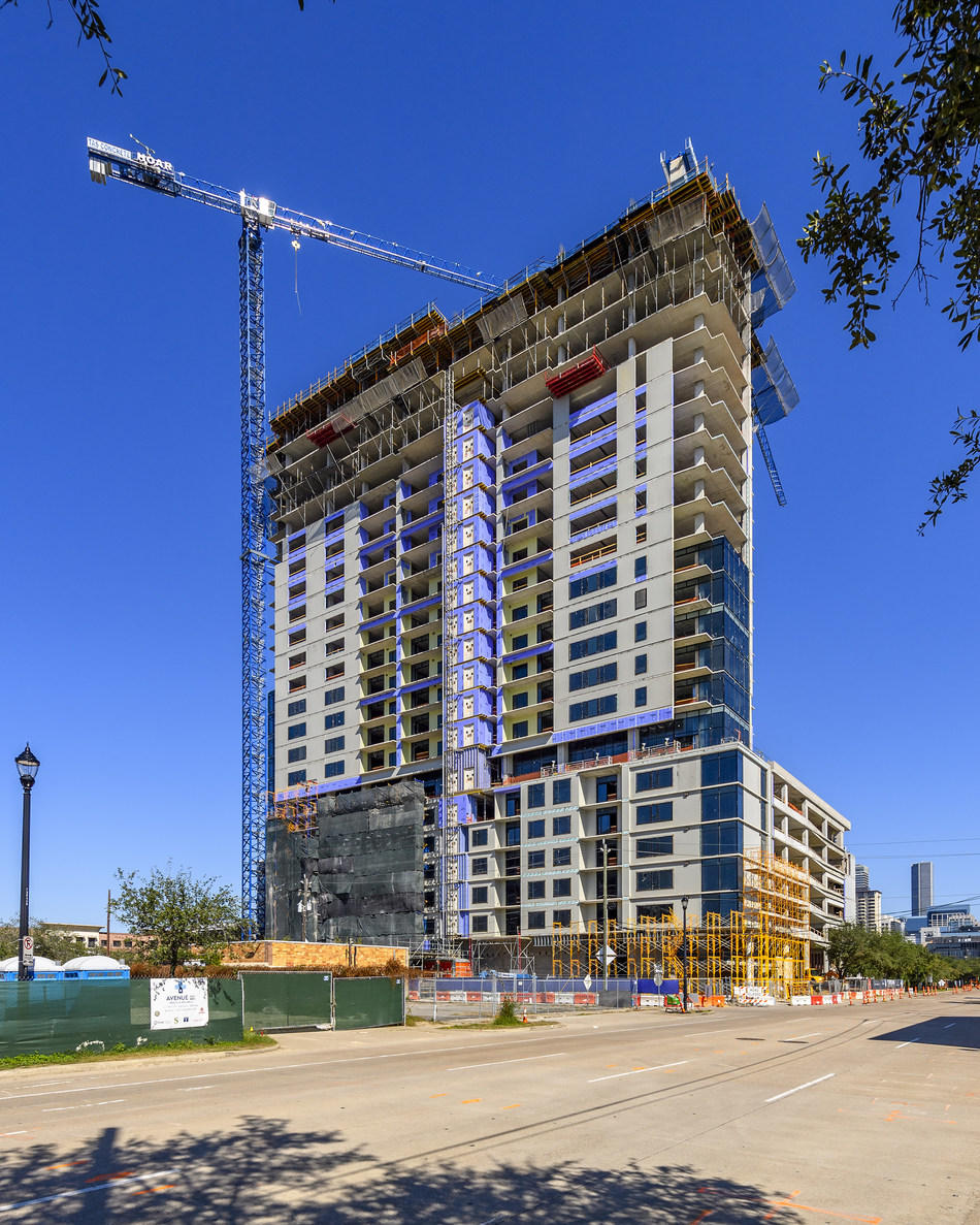Hoar Construction tops out Caydon's first U.S. high rise, 2850 Fannin St, in Houston today. The residential tower will add 357 luxury units to the rejuvenating neighborhood of Midtown.