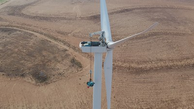 E.ON Energy Services reached a significant milestone with the 100th deployment of its self-lifting crane on a maintenance job at the Loraine Wind Farm, near Sweetwater, Texas. Use of the self-hoisting crane has helped customers cut costs up to 20 percent by reducing crane related costs and downtime.