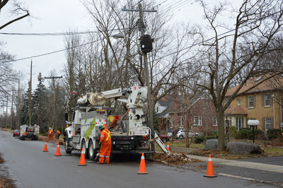 Alectra crews working to upgrade infrastructure for homes and business in Brampton. (CNW Group/Alectra Utilities Corporation)