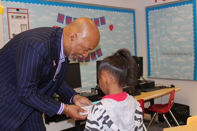 Raising A Reader Literacy Program Rolled Out by Oklahoma City Public Schools, Reaching Thousands of Families Thurman White/Raising A Reader Entrepreneur Thurman White visits an Oklahoma City elementary school to launch the Raising A Reader early childhood literacy program.