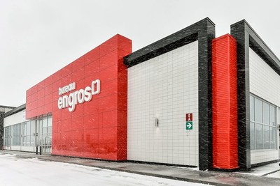 Exterior of the new concept Bureau en Gros store in Kirkland, Quebec (CNW Group/Staples Canada Inc.)