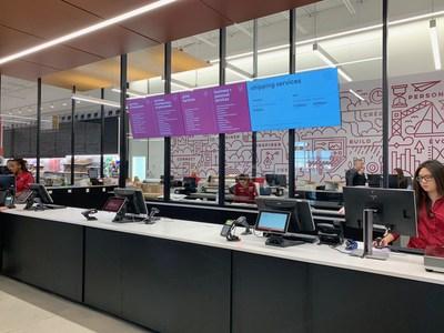 Centre de solutions au nouveau magasin concept Bureau en Gros à Kirkland, au Québec (Groupe CNW/Staples Canada/Bureau en Gros)
