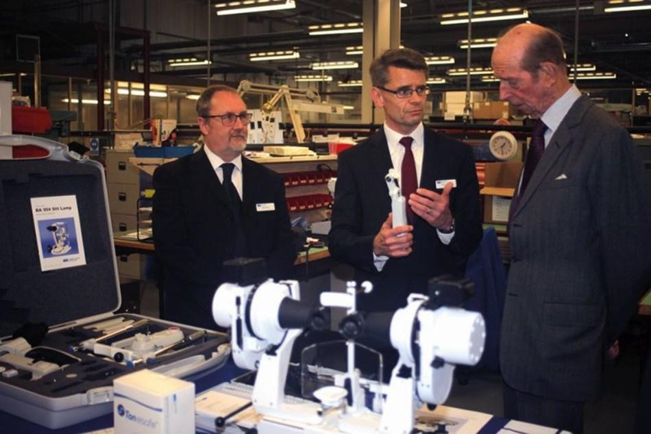 HS-UK Managing Director, Dean Johnson, shows The Duke of Kent the Perkins Mk 3 hand-held tonometer (PRNewsfoto/Haag Streit UK)