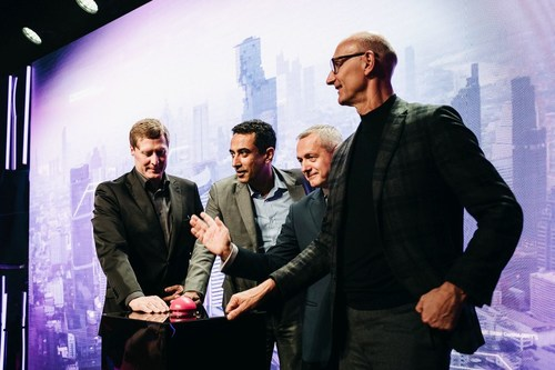 T-Mobile CEO Andreas Maierhofer,  Srini Gopalan, Deutsche Telekom Board member for Europe, the Polish Digital Affairs Minister Marek Zagórski and Deutsche Telekom CEO Tim Höttges (left to right) inaugurate the launch of Poland's first fully functional 5G network. (PRNewsFoto/T-Mobile Polska)