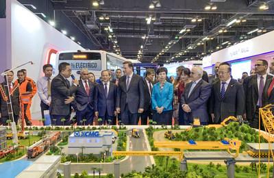 Juan Carlos Varela, presidente de Panamá, elogió los productos tecnológicamente avanzados de XCMG y su dedicación al sector de la construcción en el país.