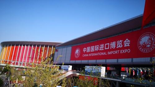 Le Centre national d'expositions et de congrès de Shanghai (National Exhibition and Convention Center) (PRNewsfoto/China International Import Expo)