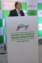 Mr. Adi Godrej, Chairman, Godrej Group speaks at the #FarmerNomics conclave in Mumbai on the importance of doubling farmer's income (PRNewsfoto/Godrej Industries Limited)