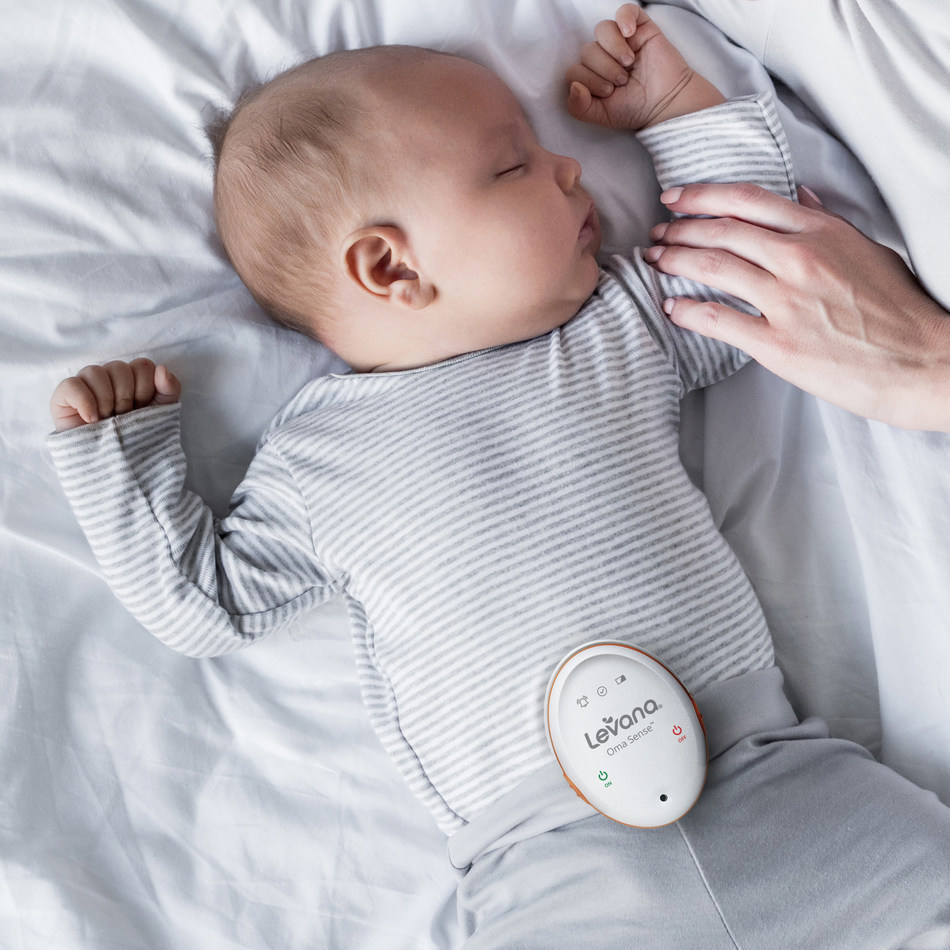 Oma Sense™ is a wearable Movement Monitor designed to monitor baby's breathing movements and alert parents when their attention is needed. (CNW Group/Levana)