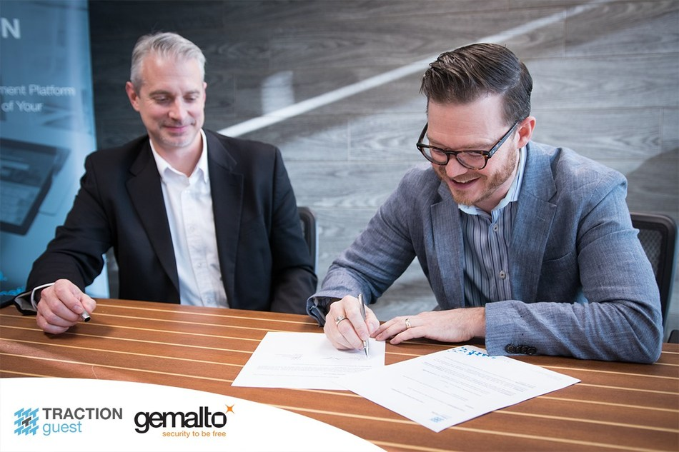 Keith Metcalfe, CEO of Traction Guest, and Robert Cimperman, VP Sales and Marketing North America at Gemalto, sign a preferred partnership agreement to integrate Gemalto's airport-grade ID scanners with Traction Guest's visitor management platform to strengthen enterprise security. (CNW Group/Traction Guest)