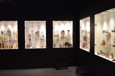 Des crèches provenant de 100 pays présentent la Nativité au Musée de l'Oratoire Saint-Joseph. Les matériaux et la variété des formes artisanales favorisent la diversité des scènes. (Groupe CNW/L'Oratoire Saint-Joseph du Mont-Royal)