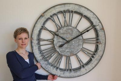 White Shabby Chic Clock (PRNewsfoto/Peak Art Clocks)
