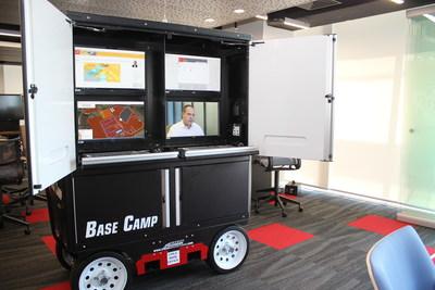 Base Camp móvil, que permite acceso instantáneo a documentos y datos digitales en sitios de trabajo de proyectos, exhibido aquí en el nuevo Centro de Innovación en Minería y Metales de Bechtel en Santiago (Chile).