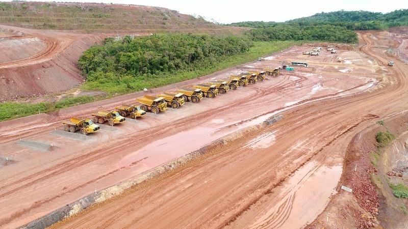 Mining fleet (CNW Group/Equinox Gold Corp.)