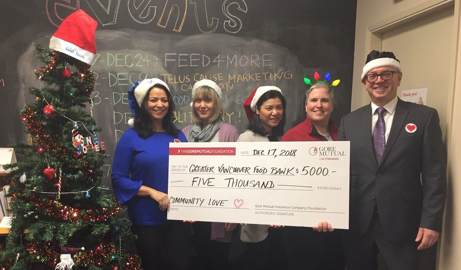 Gore Mutual employees making a donation at the Greater Vancouver Food Bank. (CNW Group/Gore Mutual Insurance Company)