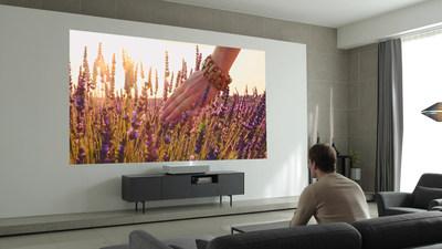 Le CineBeam Laser 4K de LG offre un confort d'utilisation maximal grâce à la technologie d'intelligence artificielle*. Les clients peuvent utiliser les commandes vocales pour accéder aux capacités de traitement en langage naturel de ThinQ, la solution d'intelligence artificielle de LG. (Groupe CNW/LG Electronics, Inc.)