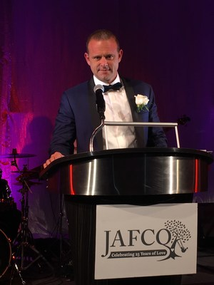 Keith Singer with Singer Wealth Management serves as master of ceremonies at the 2018 JAFCO Annual Gala.