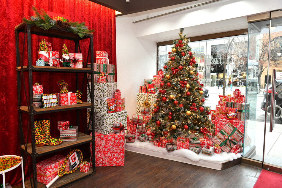 Skittles Last Minute Gift Shop Opens December 24 at 11:59 PM to celebrate Canada's proud procrastinators (CNW Group/Mars Canada Inc.)