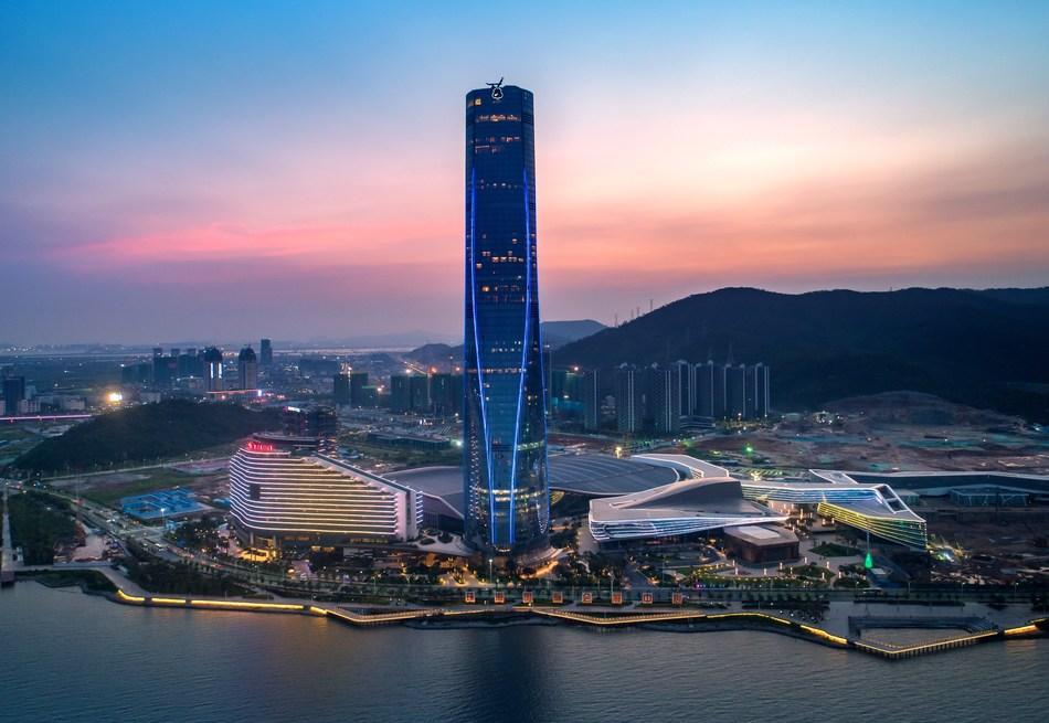 Night view of Zhuhai International Convention and Exhibition Center (PRNewsfoto/Zhuhai Huafa Modern Service Klc)