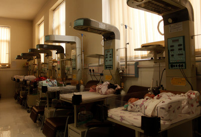 A special newborn care unit in a hospital in Afghanistan. © UNICEF/UN0159880/Niekpor (CNW Group/UNICEF Canada)