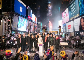 """New Year's Eve Special Guests, representing domestic and international media outlets, #CelebratePressFreedom and sing """"New York, New York"""" just after the Ball drops at midnight; Credit: Amy Hart for the Times Square Alliance;  (Left to right) Joel Simon, Executive Director of NYE Charity Honoree, Committee to Protect Journalists; Matt Murray, Editor-in-Chief, The Wall Street Journal; Jon Scott, Anchor, Fox Report Weekend on Fox News Channel; Rebecca Blumenstein, Deputy Managing Editor, The New York Times; Karen Toulon, Senior Editor, Bloomberg; Alisyn Camerota, Co-Anchor, CNN New Day; Daniel Trotta, Correspondent, Reuters; Lester Holt, Anchor, NBC Nightly News and Dateline NBC; Martha Raddatz, Chief Global Affairs Correspondent and """"This Week"""" Co-Anchor, ABC News; Vladimir Duthiers, Correspondent, CBS News and Anchor, CBSN; Karen Attiah, Global Opinions Editor, The Washington Post; Edward Felsenthal, Editor in Chief, TIME; Maria Ressa, Chief Executive Officer and Executive Editor, Rappler in the Philippines"""