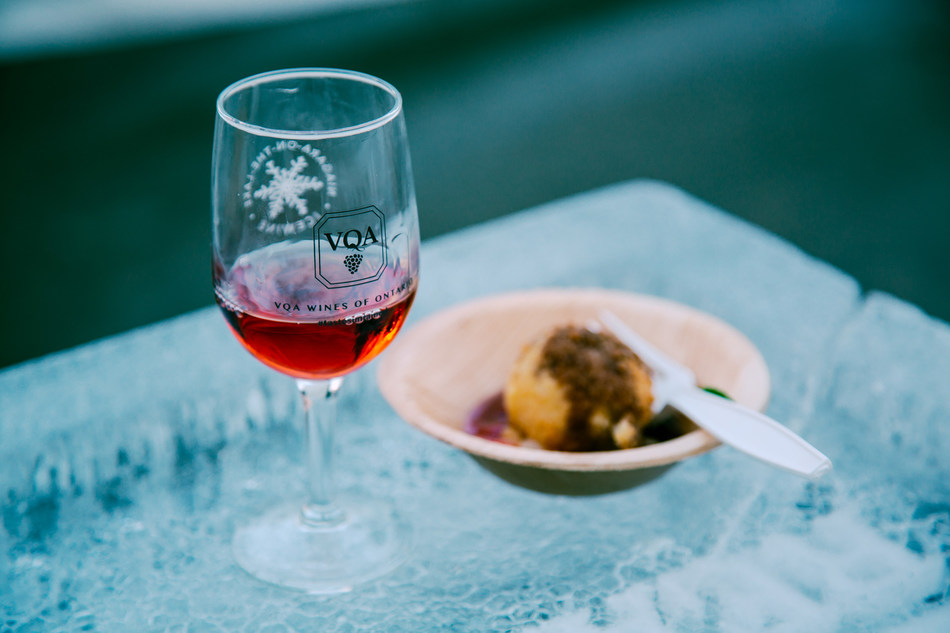 VQA Icewine & food pairing at the Niagara-on-the-Lake Icewine Festival (CNW Group/Wine Marketing Association of Ontario)