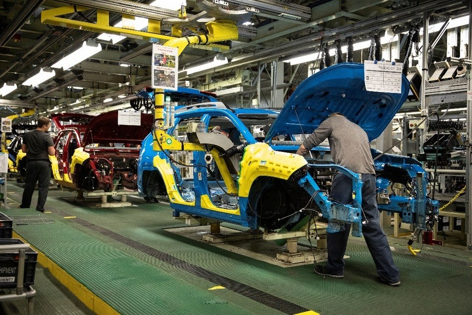 Gearing up for another solid year, Toyota Motor Manufacturing Canada (TMMC) has already started production of the all new RAV4 at its facility in Woodstock, and will be adding additional RAV4 production to one of its Cambridge facilities early in 2019. (CNW Group/Toyota Canada Inc.)