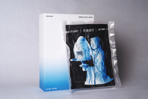 Presentation of the tee in vacuumed packaging with the collectible box