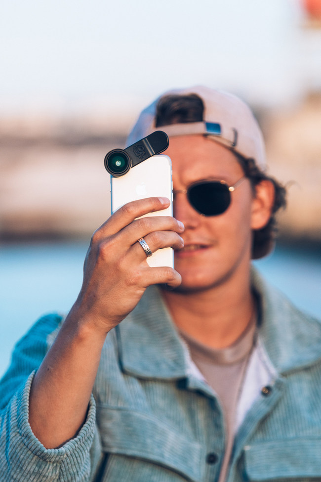 Black Eye is introducing its 4th generation of high-quality Pro photo lenses with the best universal attachment solution that fit most smartphones. Black Eye's newest lenses offer the industry's best optics at competitive price points, setting Black Eye apart from the other brands on the market.