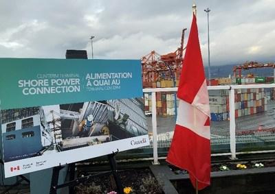 L'Administration portuaire Vancouver-Fraser a donné à Schneider Electric Canada inc. le mandat de développer une solution pour réduire les émissions atmosphériques de gaz à effet de serre (GES) ainsi que le bruit des navires amarrés au terminal de conteneurs Centerm. (Groupe CNW/Schneider Electric Canada Inc.)